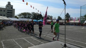 入場行進が、柏尾町内会を先頭に始まりました。